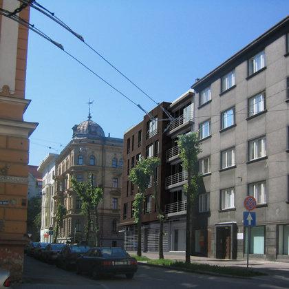 DAUDZDZĪVOKĻU DZĪVOJAMĀ ĒKA AR KOMERCPLATĪBĀM Rīga, Vidus iela 5 / Skiču projekts. 2009.g.
